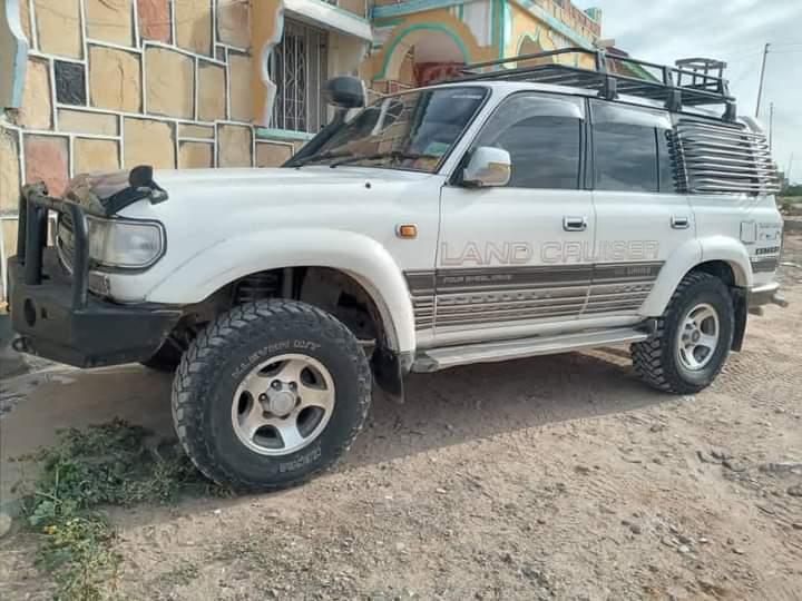 Toyota lacruser iib ah berbera